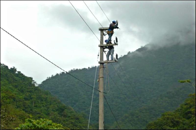 Proyecto de electrificación rural favorecerá a más de dos mil hogares en Loreto