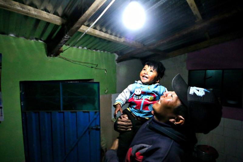 MEM: Más de 200 mil familias se benefician con electrificación rural