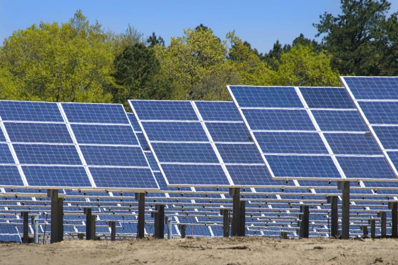 Congreso evalúa proyecto de ley para implementar paneles solares en zonas altoandinas