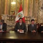 presidente asiste a firma de contrato suministro de gas natural entre CF Industries