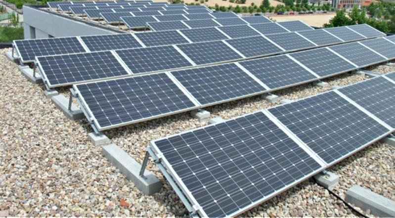 Paneles fotovoltaicos son instalados por el MEM en 47 localidades