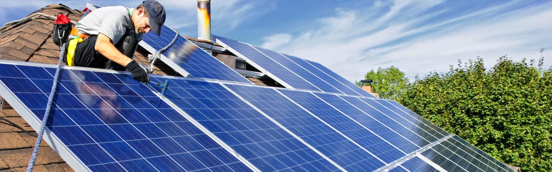 Mediante paneles solares, los agricultores de Tiabaya acceden al agua