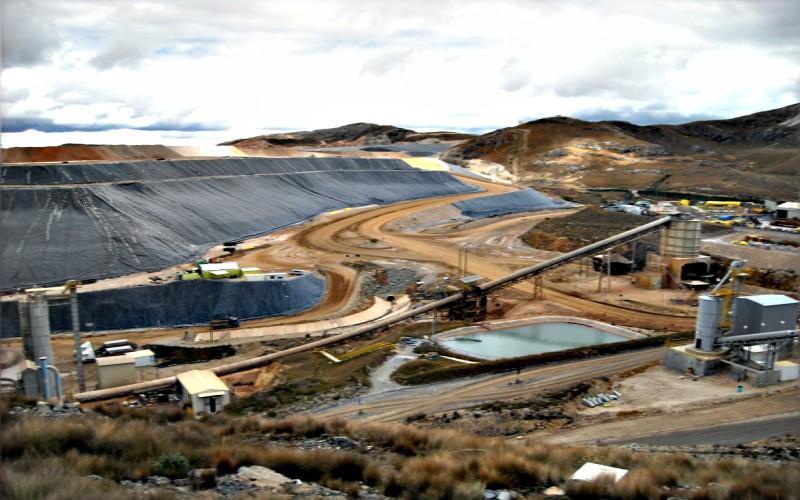 El sector de hidrocarburo y minería retrocede
